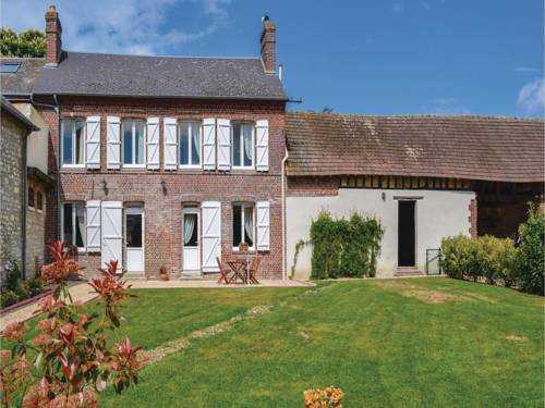 Two-Bedroom Holiday Home in Trie Chateau : Hebergement proche de Fay-les-Étangs