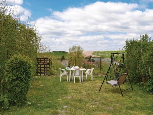 Three-Bedroom Holiday Home in Auxi le Chateau : Hebergement proche de Beaumetz