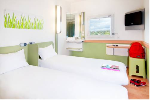 Hotel ibis budget versailles trappes hotel trappes 78190 - Chambre hotel ibis budget ...