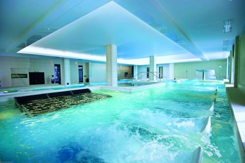 Hebergement park suites prestige val d 39 europe for Piscine saint gregoire