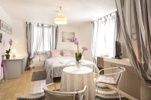 Modern Studio Center : Appartement proche de Colmar