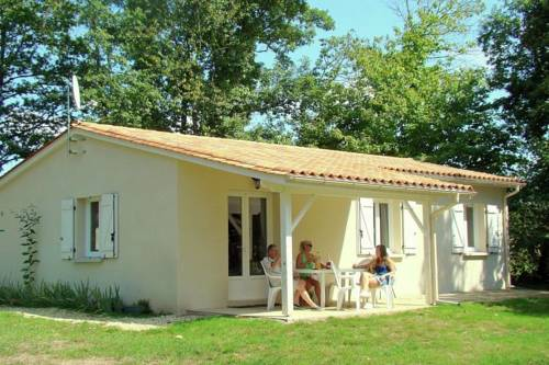 Holiday home Etang Vallier : Hebergement proche de Guizengeard