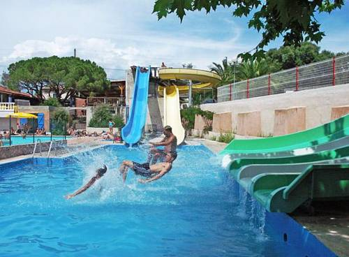 Hebergement camping le frejus hebergement fr jus 83600 for Camping a frejus avec piscine