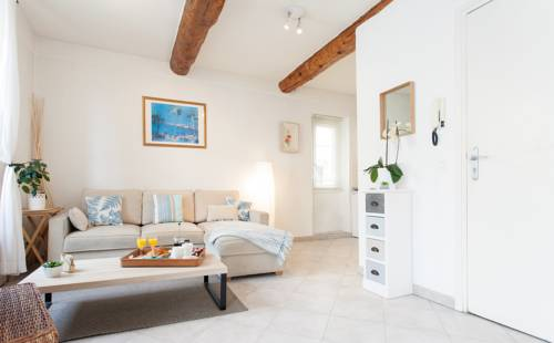 Pimms Apartment : Appartement proche d'Antibes