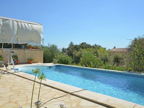 Hebergement maison de vacances saint maximin for Piscine depot uzes