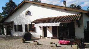 Hebergement Lovely house with swimming pool. : Maison 5 Chambres