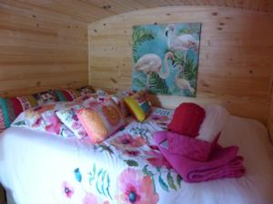 Chambres d'hotes/B&B Le Clos d'Any : Roulotte