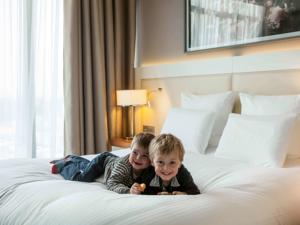 Hotel Le Louis Versailles Chateau - MGallery by Sofitel : Chambre Familiale de Luxe (2 Adultes)