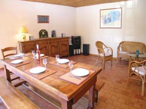 Hebergement Holiday Home St Avaugourd des Lande with a Fireplace 06 : photos des chambres