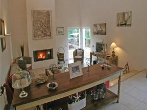 Hebergement Four-Bedroom Holiday home Longeville Sur Mer with a Fireplace 08 : photos des chambres