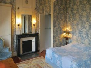 Hebergement Holiday Home St Michel d.Chavaignes with Fireplace I : photos des chambres
