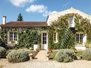 Hebergement Two-Bedroom Holiday Home in Salles les Aulnay : Maison de Vacances 2 Chambres