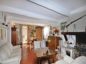 Hebergement Holiday Home Sanary sur Mer with Fireplace 05 : Maison de Vacances 4 Chambres