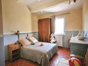 Hebergement Holiday Home Sanary sur Mer with Fireplace 05 : photos des chambres