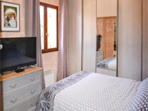 Hebergement Three-Bedroom Holiday Home in Meounes Les Montrieux : photos des chambres