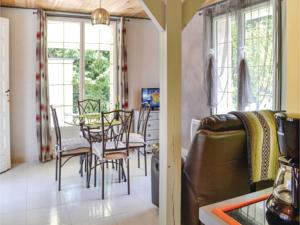 Hebergement One-Bedroom Holiday Home in Rumilly les Vaudes : photos des chambres