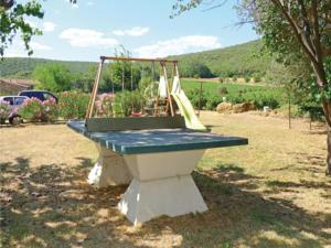 Hebergement Four-Bedroom Holiday Home in Uzes : photos des chambres