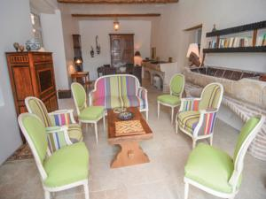 Hebergement Holiday Home Saint-Ambroix with Fireplace I : photos des chambres
