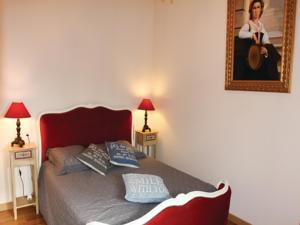 Hebergement Holiday Home Pont Saint Esprit with Fireplace 03 : photos des chambres