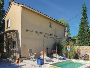 Hebergement Two-Bedroom Holiday Home in Pont Sanit Esprit : photos des chambres