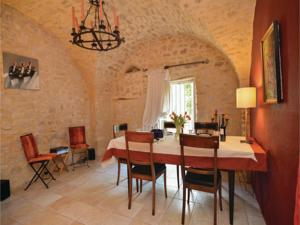 Hebergement Two-Bedroom Holiday Home in Moussac : photos des chambres