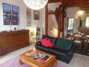 Hebergement Five-Bedroom Holiday Home in Bedarieux : photos des chambres