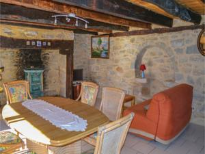 Hebergement One-Bedroom Holiday Home in Padirac : photos des chambres
