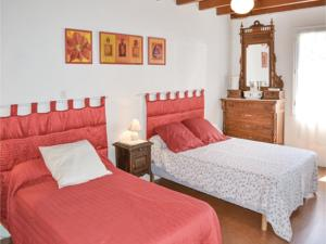 Hebergement Two-Bedroom Holiday Home in Durfort Capelette : photos des chambres