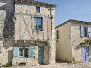 Hebergement Holiday Home Montjoi with Fireplace I : Maison de Vacances 2 Chambres