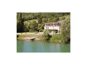 Hebergement Four-Bedroom Holiday Home in Jaulgonne : Maison de Vacances 4 Chambres