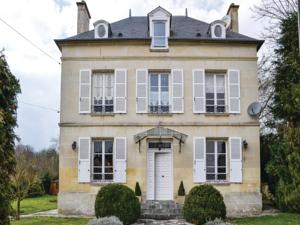 Hebergement Holiday Home Cires Les Mello with Fireplace I : Maison de Vacances 5 Chambres