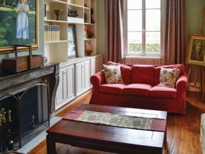 Hebergement Holiday Home Cires Les Mello with Fireplace I : photos des chambres