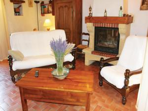 Hebergement Holiday Home Montguers with a Fireplace 08 : photos des chambres