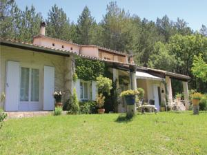 Hebergement Three-Bedroom Holiday Home in Eyguians : photos des chambres