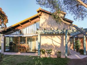 Hebergement Five-Bedroom Holiday Home in St Fortunat sur Eyrieu : photos des chambres