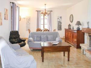 Hebergement Three-Bedroom Holiday Home in Beaulieu : photos des chambres