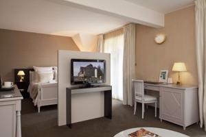 Logis Hotel Le Parc & Spa : Suite Junior