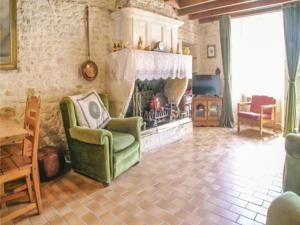 Hebergement Three-Bedroom Holiday Home in Gemozac : photos des chambres