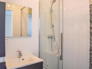 Appartement Two-Bedroom Apartment in Grandcamp-Maisy : photos des chambres