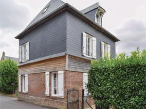 Hebergement Three-Bedroom Holiday Home in Le Bourg-Dun : photos des chambres