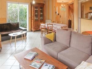 Hebergement Five-Bedroom Holiday Home in Annonay : photos des chambres
