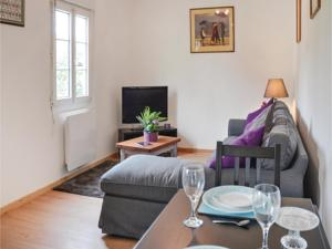 Hebergement One-Bedroom Holiday Home in Couesmes Vauce : photos des chambres