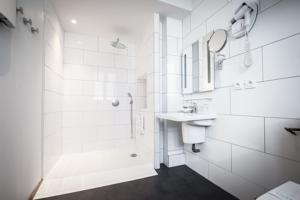 Hotel The Originals Lille Sud Bulles by Forgeron (ex Qualys-Hotel) : Suite