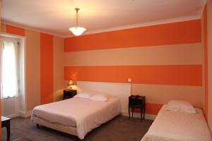 Hotel The Originals Bourg-en-Bresse Gare Terminus (ex Qualys-Hotel) : Chambre Triple Confort