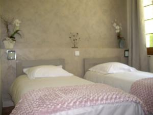 Chambres d'hotes/B&B Chambres d'Hotes Les Pierres Taillees : Chambre Double ou Lits Jumeaux