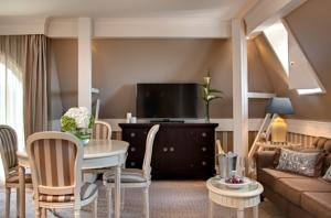 Tiara Chateau Hotel Mont Royal Chantilly : Suite Deluxe