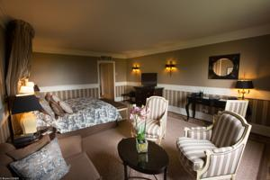 Tiara Chateau Hotel Mont Royal Chantilly : Suite Junior