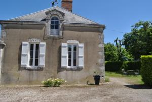 Chambres d'hotes/B&B Chateau La Touanne Avec Piscine Chauffee - With Heated Swimming Pool : Maison de Vacances