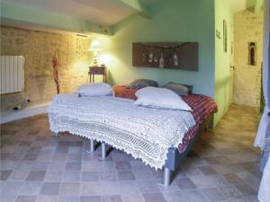 Hebergement One-Bedroom Holiday Home in Fontenille St.Martin : photos des chambres