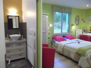 Chambres d'hotes/B&B Ty Canal d'Or : Chambre Double – Vue sur Lac